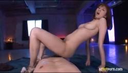 痴女の極みww馬乗りの姿勢でカメラ目線でひたすら腰をふる巨乳美女に勃起が収まらないですww