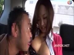 真面目そうな感じのきゃわたんな姉さんが車で美バス車内トを吸われてる