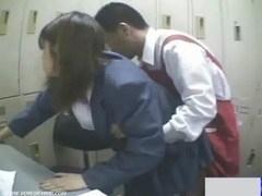 万引き犯の学生を脅して事務所で性暴行しちゃう店長