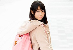 志田ゆき 華やかな世界に憧れていた東北のいなか娘がAV激写でヴァージンを失う密着映像