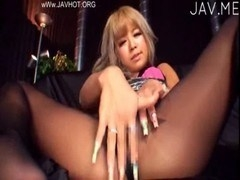 ストッキングの素人女性の無料H動画。黒ぎゃるだけに黒い下着ストッキングをはいた娘が淫猥なG行為