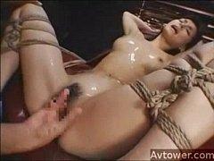 束縛されたほっそり美スイカップぐうかわ小澤マリアがオモチャと指姦責めでシオフキイキ