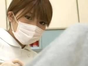 勃起チンコに目が釘づけになってしまった女歯科医が制服を脱いだら超爆乳だったwww