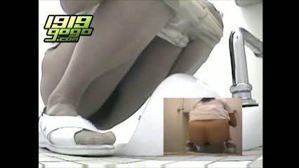 病院トイレで排泄行為するナースを狙い盗撮した超マニアック盗撮映像!!!
