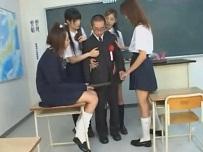 富岡れいか 岩下あき 白鳥あきら 立花里子 卒業式にチビ教師のチンコで思い出作りをする痴女子校生達