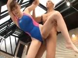プールサイドで巨乳の美人インストラクターとセックス