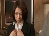 杏子ゆう 淫乱な本性を見抜かれ社長にハメられるOL