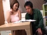 勉強を教えてくれているノーブラ巨乳人妻に理性が崩壊して襲っちゃう受験生
