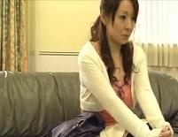 学校にて、女教師の催眠無料H動画。学校が憂鬱な女教師に催眠療法で猥褻指マン施術