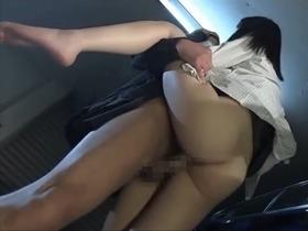 お金持ちの美巨乳お嬢様が仕事帰りに車の中で襲われ犯される!