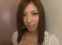 横山美雪 女子トイレでこっそりフェラチオ!気持ち良過ぎて挿入前に暴発