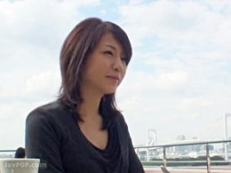 恋愛小説家を旦那に持つHな素人妻がAV出演!