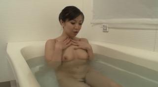 エロすぎる熟女のお風呂オナニーからの中出しセックスが抜けるww