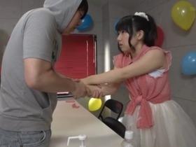 アイドルの美少女が握手会に来たファンに襲われるレイプ動画!