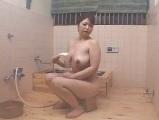 お風呂で息子とやっちゃうムチムチポッチャリな豊満熟女♡