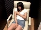 個室ビデオ店でオナニーする素人娘を盗撮
