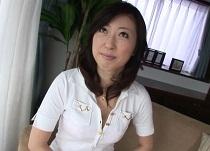 小林麻子(畑中美雪) 42歳美人奥様のスカートの中をチラリと拝見