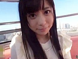 秋葉原でメイドとして人気を博した激カワ美少がAV出演!
