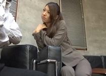 悠月舞 M男社長を調教して勤務時間セックスを楽しむパンツスーツ秘書