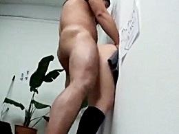 女の子の中出し無料H動画。「助けてくれませんか?」壁にハマった女の子が助けに来た男たち中出しされまくり!