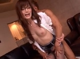 OLの無料H動画。敏感なOLと激しいセックス