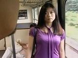 電車にて、人妻の無料H動画。セックスレスで欲求不満な人妻が電車内で男性に誘惑な視線を送って・・・ …