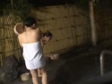 女風呂に潜入しギャルたちの生着替えから入浴まで全てを盗撮した動画