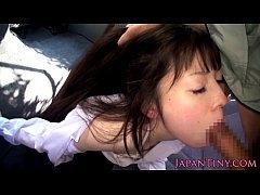 【無料H動画】会話して連れだした可憐な学生を車内でオーラルセックスチオさせた