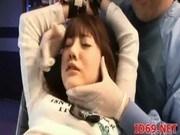 アダルトムービー女優みづなれいちゃんを診察台に束縛して爆乳とアソコを弄ぶ