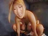 《秋川ルイ》クラブで逆ナンした男に跨がり腰ふるぎゃる