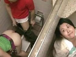 ヘンリー塚本:カップルの青姦をアテにオナニーをする覗き魔のおばさん