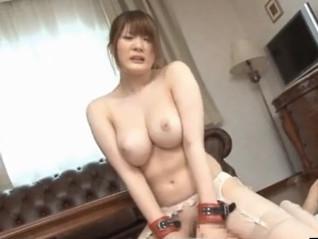 ムッチムチの色白美巨乳な淫乱お姉さんが激ハメ騎乗位セックスで激しく腰を振りまくる
