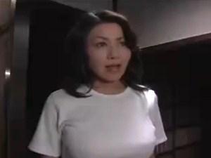 犯される様が妙に色っぽいスイ乳中年女性妻 《レXプ・母子畜生道》