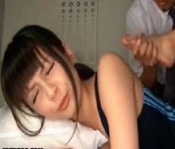 苦悶の表情さえ可愛い水着美少女に卑猥なストレッチ動画