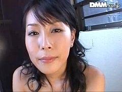 奥様のフェラ無料H動画。セックス欲が抑えきれいな奥様は借家の隣人にフェラチオで挨拶