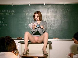 生徒をトイレで手コキとフェラで痴女る淫乱美人女教師 里美ゆりあ