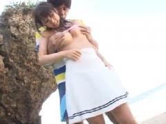 無人島の岩陰で巨乳お姉さんと野外セックス!