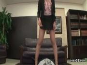 超ミニスカ秘書が社員を寝かせて美脚とマ○コさらしながら顔を踏みつけてる!