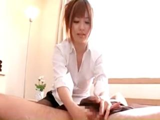 エステシシャン成瀬心美の極上フェラ&手コキ!