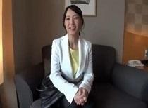 安野由美 可愛過ぎる50歳人妻が童貞訪問筆おろし