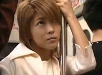 桜田さくら チカンの指に感じて快楽に身を任せてしまうお姉さん