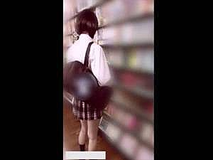 某レンタルの店にいた制服○○をガチでスカートめくり!? マンコの撮影に成功した個人撮影の映像が○○!?