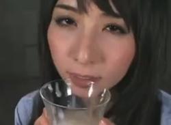 大沢佑香は食べ物に精子を楽しむ