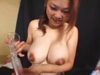 大量の母乳をまき散らす10代の爆乳ヤンママ