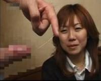 「もっこりしてる…」活きの良いギンギンチンポに目が釘付けになる女性