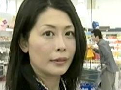 ヘンリー塚本:家族との買い物中に不倫相手と出会ってしまった人妻はどうする?