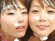 笑顔でひたすら精子をぶっかけられる美女2人