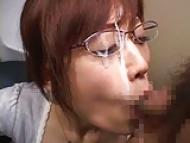 教え子のチンポをフェラ抜きしまくって顔中ザーメンまみれになるメガネ痴女教師