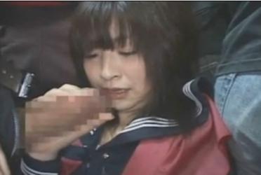 清楚系美少女女子校生がバスの中で痴漢に手コキを強要されます