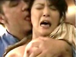 四十路:宅配のアンちゃんに襲われた豊満熟女